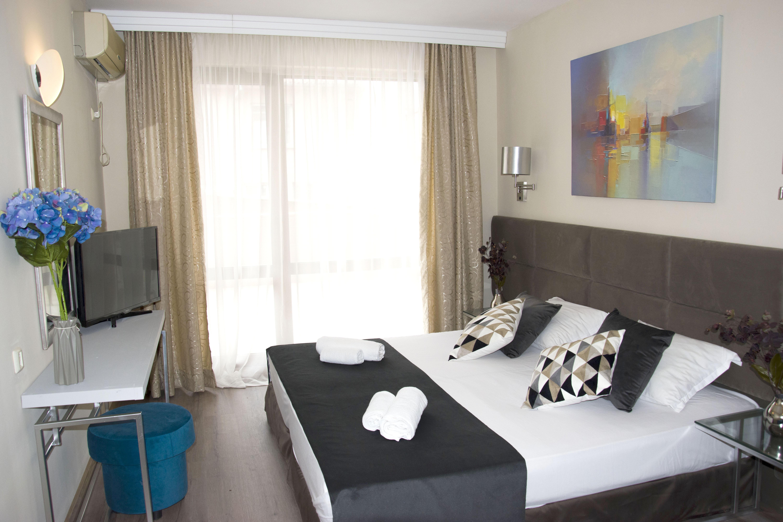 Нощувка на човек със закуска + 1 час разходка с ЯХТА в хотел Примавера 2, Приморско, снимка 5