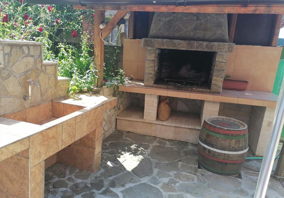 Нощувка на човек + басейн в къща за гости Шипково Хилс, с. Шипково, снимка 2