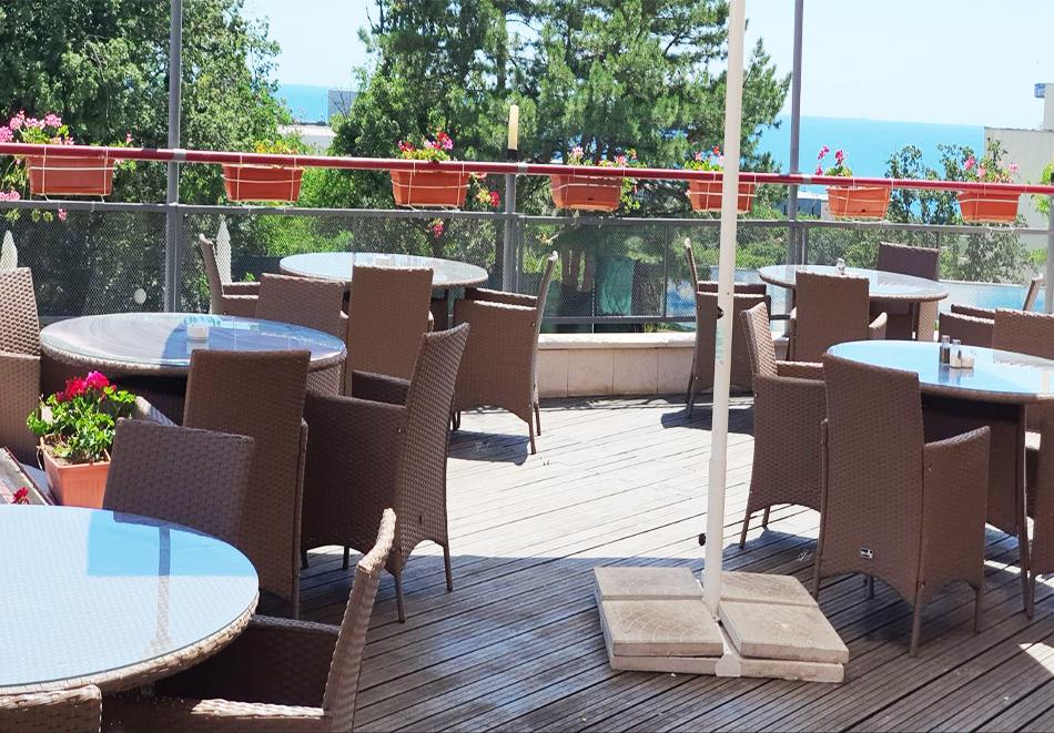 Нощувка на човек на базаAll Inclusive + басейн, чадър и шезлонг от хотел Хелиос Спа, Златни Пясъци. Дете до 11.99г. БЕЗПЛАТНО!, снимка 13