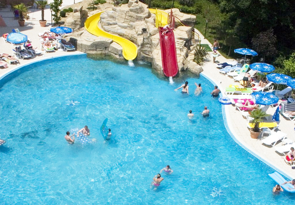 Нощувка на човек на базаAll Inclusive + басейн, чадър и шезлонг от хотел Хелиос Спа, Златни Пясъци. Дете до 11.99г. БЕЗПЛАТНО!, снимка 4