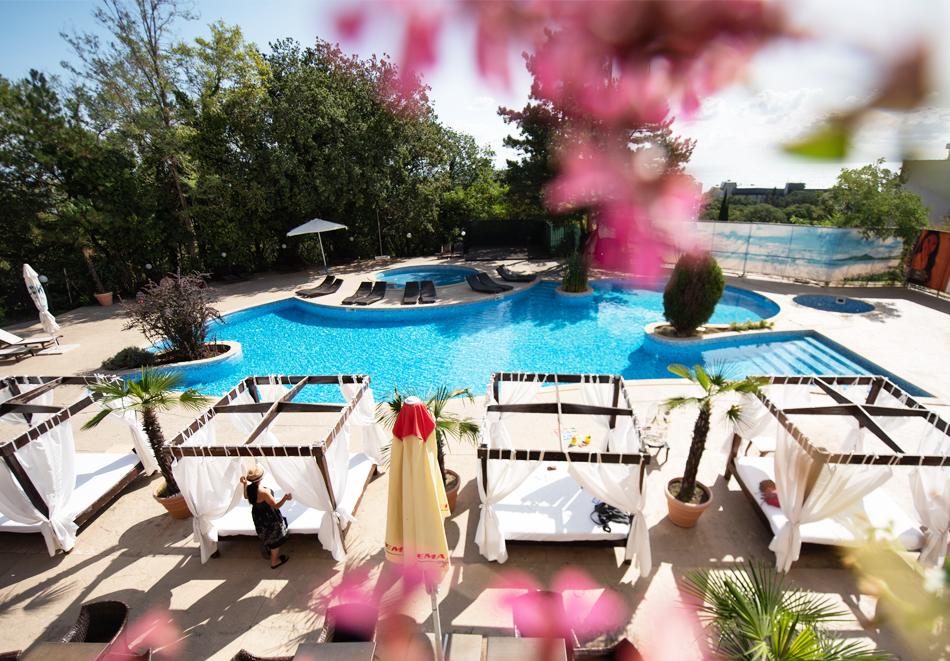 Нощувка на човек на базаAll Inclusive + басейн, чадър и шезлонг от хотел Хелиос Спа, Златни Пясъци. Дете до 11.99г. БЕЗПЛАТНО!, снимка 6