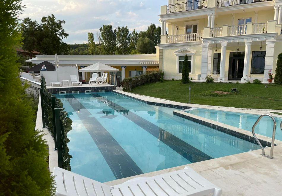 Нощувка на човек със закуска и вечеря + външен и вътрешен басейн с минерална вода и релакс зона от хотел Алексион Палас, Огняново, снимка 21