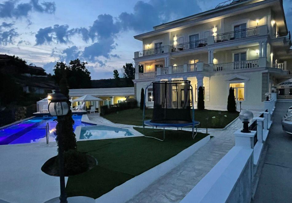Нощувка на човек със закуска и вечеря + басейн с минерална вода и релакс зона от хотел Алексион Палас, Огняново, снимка 3