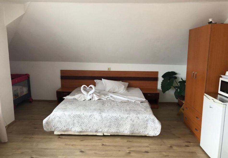 Септември в Созопол! Нощувка на човек в Къща за гости Лилия, снимка 3
