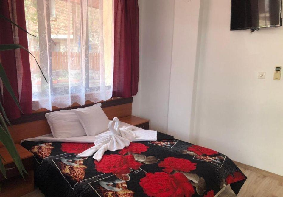 Септември в Созопол! Нощувка на човек в Къща за гости Лилия, снимка 6