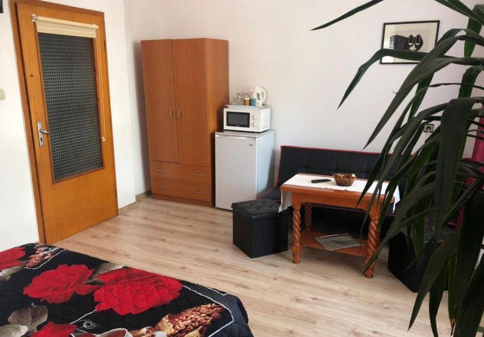 Септември в Созопол! Нощувка на човек в Къща за гости Лилия, снимка 7