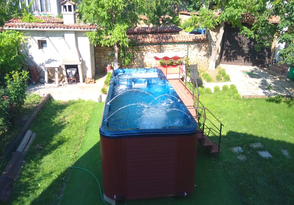 Нощувка на човек със закуска и вечеря + НОВ външен басейн с джакузи в хотел Елена, Арбанаси, снимка 5