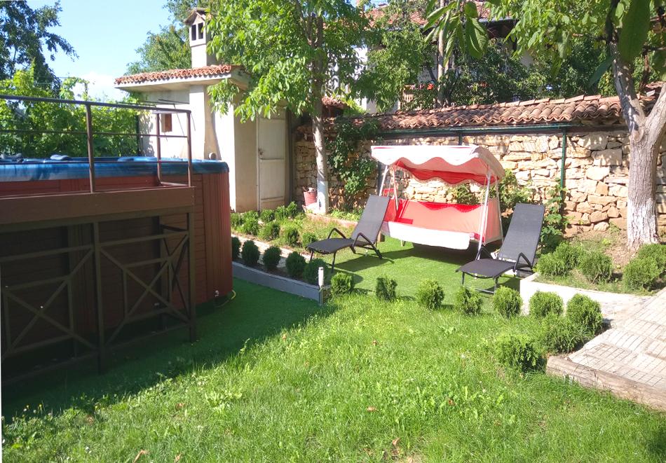 Нощувка на човек със закуска и вечеря + НОВ външен басейн с джакузи в хотел Елена, Арбанаси, снимка 4