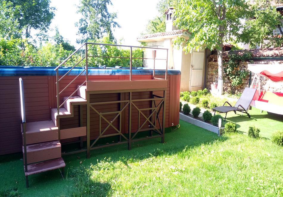 Нощувка на човек със закуска и вечеря + НОВ външен басейн с джакузи в хотел Елена, Арбанаси, снимка 3