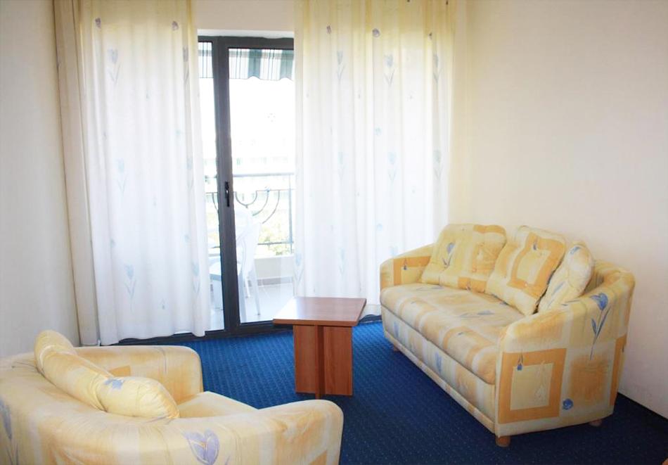 Нощувка на човек на база All Inclusive light  + басейн в Хотел Перуника***, Златни пясъци на 150 м. от плажа, снимка 10