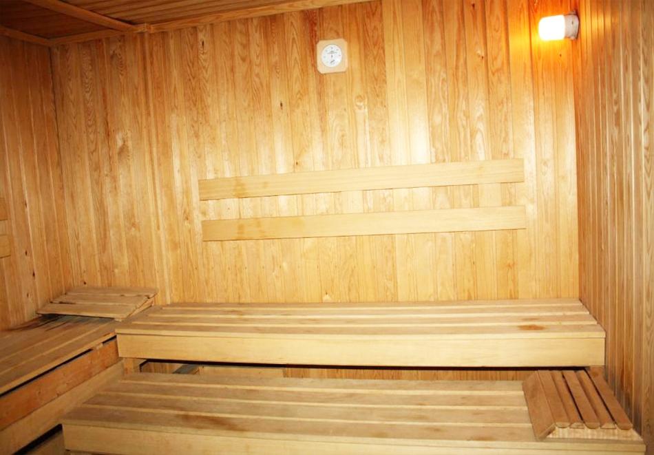 Нощувка на човек на база All Inclusive light  + басейн в Хотел Перуника***, Златни пясъци на 150 м. от плажа, снимка 7