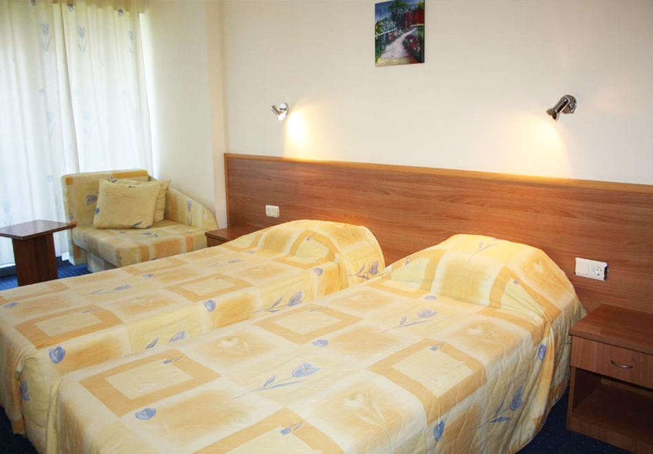 Нощувка на човек на база All Inclusive light  + басейн в Хотел Перуника***, Златни пясъци на 150 м. от плажа, снимка 8