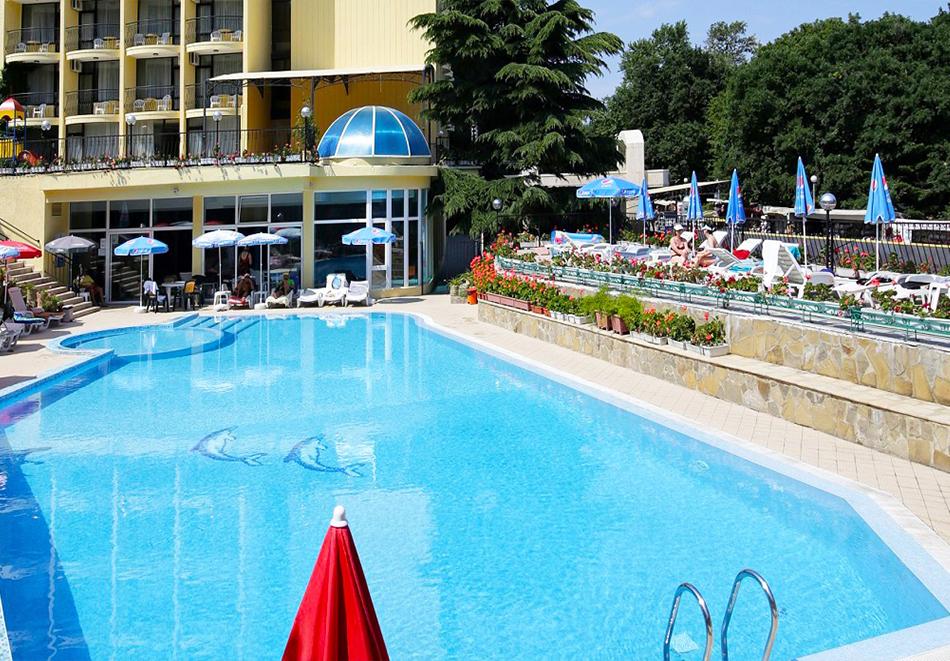 Нощувка на човек на база All inclusive + басейн и СПА в хотел Шипка 4*, к.к. Златни Пясъци, снимка 2