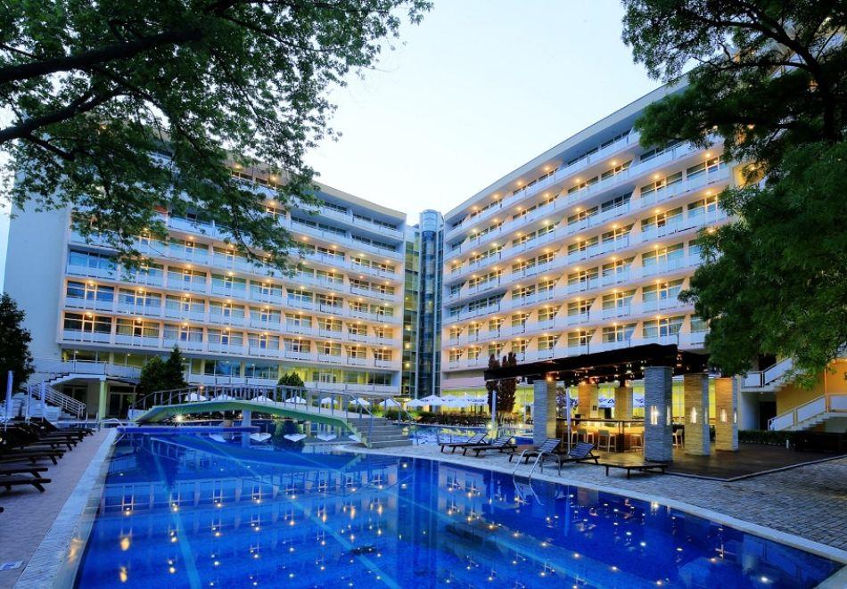 Нощувка на човек на база All Inclusive + басейн от Гранд хотел Оазис, само на 80 м. от плажа в Слънчев Бряг. БЕЗПЛАТНО - дете до 11.99г., снимка 3
