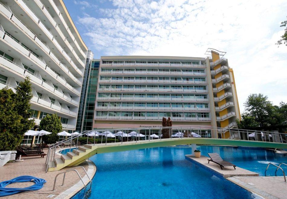 Нощувка на човек на база All Inclusive + басейн от Гранд хотел Оазис, само на 80 м. от плажа в Слънчев Бряг. БЕЗПЛАТНО - дете до 11.99г., снимка 5