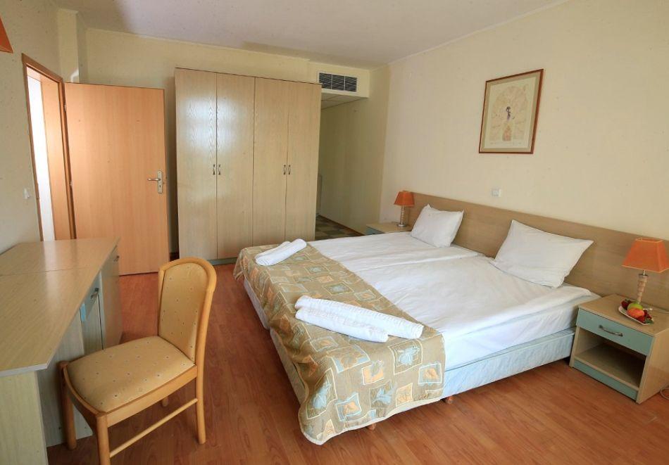 Нощувка на човек на база All Inclusive + басейн от Гранд хотел Оазис, само на 80 м. от плажа в Слънчев Бряг. БЕЗПЛАТНО - дете до 11.99г., снимка 10