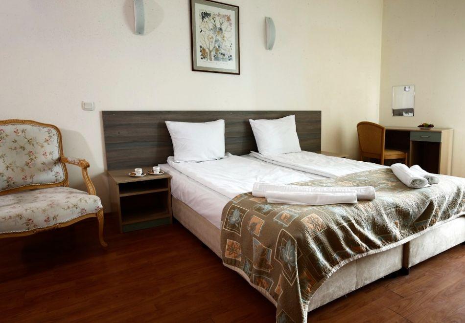 Нощувка на човек на база All Inclusive + басейн от Гранд хотел Оазис, само на 80 м. от плажа в Слънчев Бряг. БЕЗПЛАТНО - дете до 11.99г., снимка 8