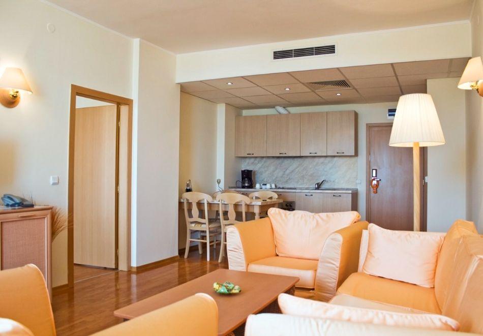 Нощувка на човек на база All Inclusive + басейн от Гранд хотел Оазис, само на 80 м. от плажа в Слънчев Бряг. БЕЗПЛАТНО - дете до 11.99г., снимка 11