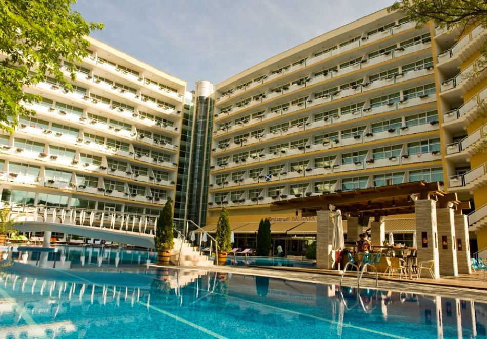 Нощувка на човек на база All Inclusive + басейн от Гранд хотел Оазис, само на 80 м. от плажа в Слънчев Бряг. БЕЗПЛАТНО - дете до 11.99г., снимка 4