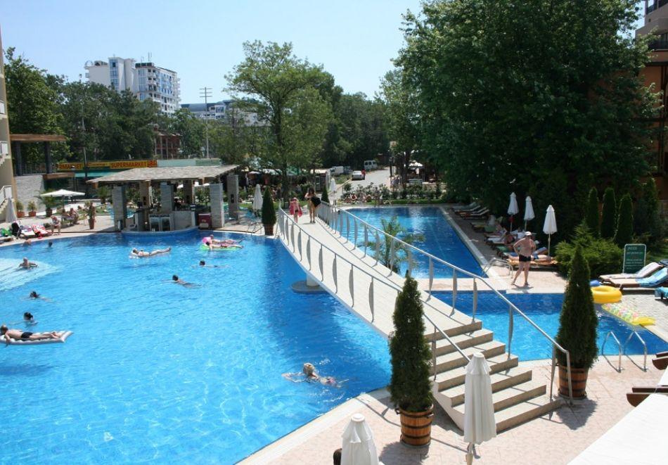 Нощувка на човек на база All Inclusive + басейн от Гранд хотел Оазис, само на 80 м. от плажа в Слънчев Бряг. БЕЗПЛАТНО - дете до 11.99г., снимка 7