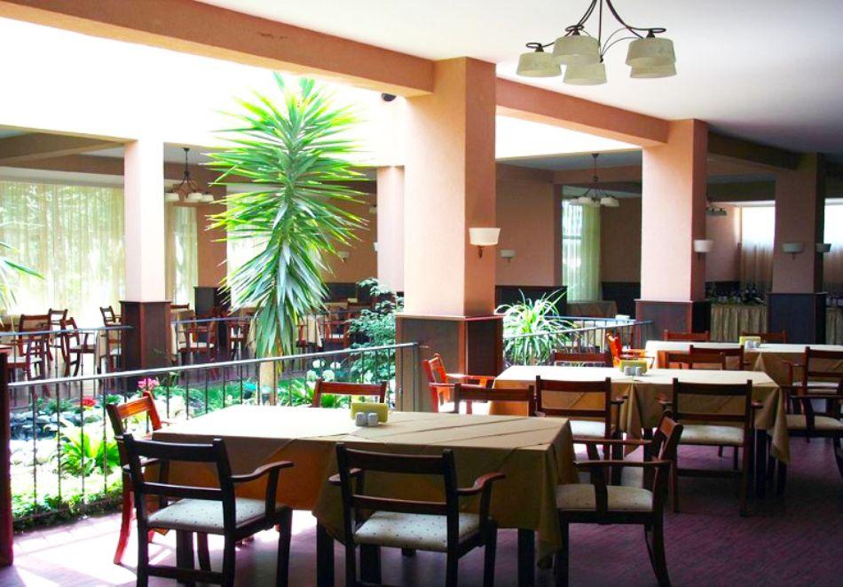 Нощувка на човек на база All inclusive + басейн в Парк хотел Оазис***, на първа линия в Несебър. Дете до 11.99г. - БЕЗПЛАТНО, снимка 13