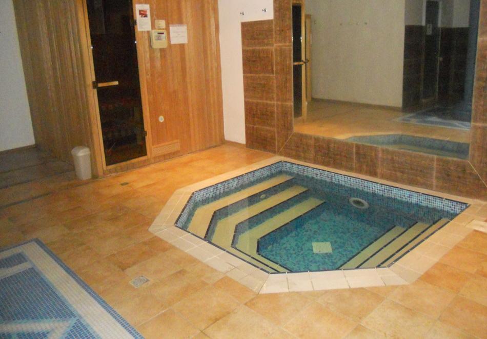 Нощувка на човек със закуска + басейн с минерална вода от СПА хотел Орфей 5*, Девин, снимка 8