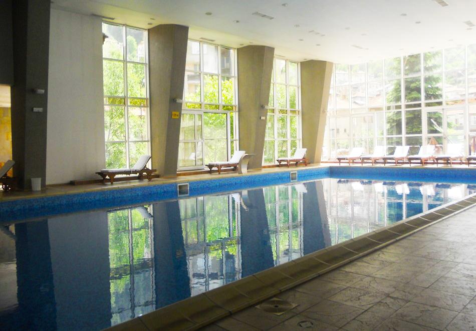 Нощувка на човек със закуска + басейн с минерална вода от СПА хотел Орфей 5*, Девин, снимка 5