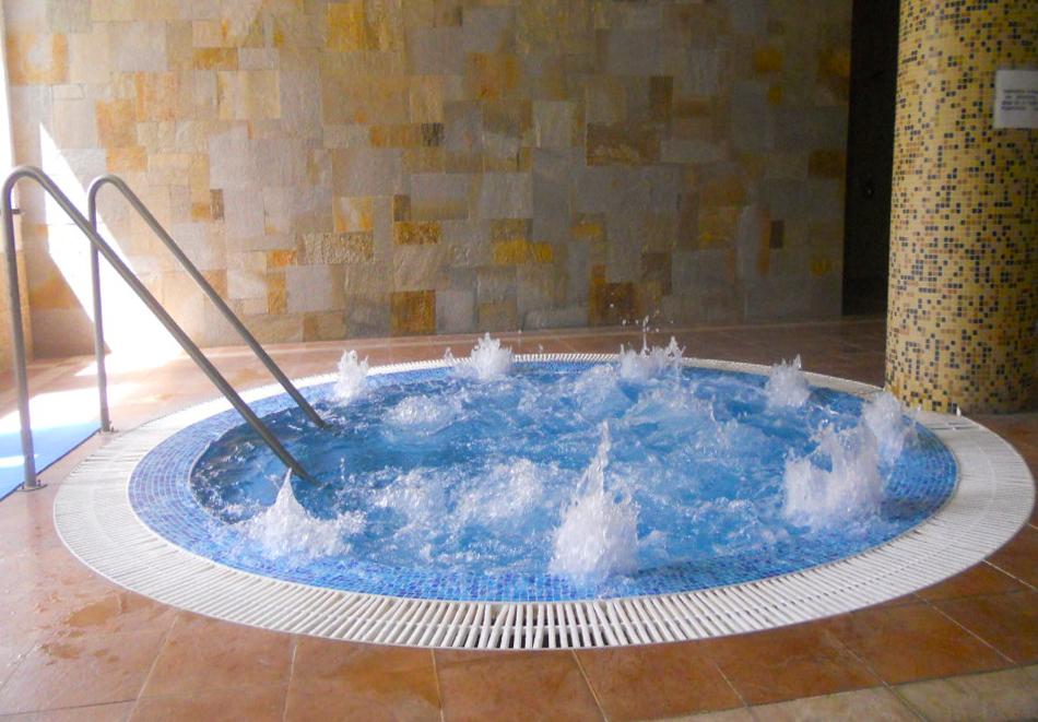 Нощувка на човек със закуска + басейн с минерална вода от СПА хотел Орфей 5*, Девин, снимка 6