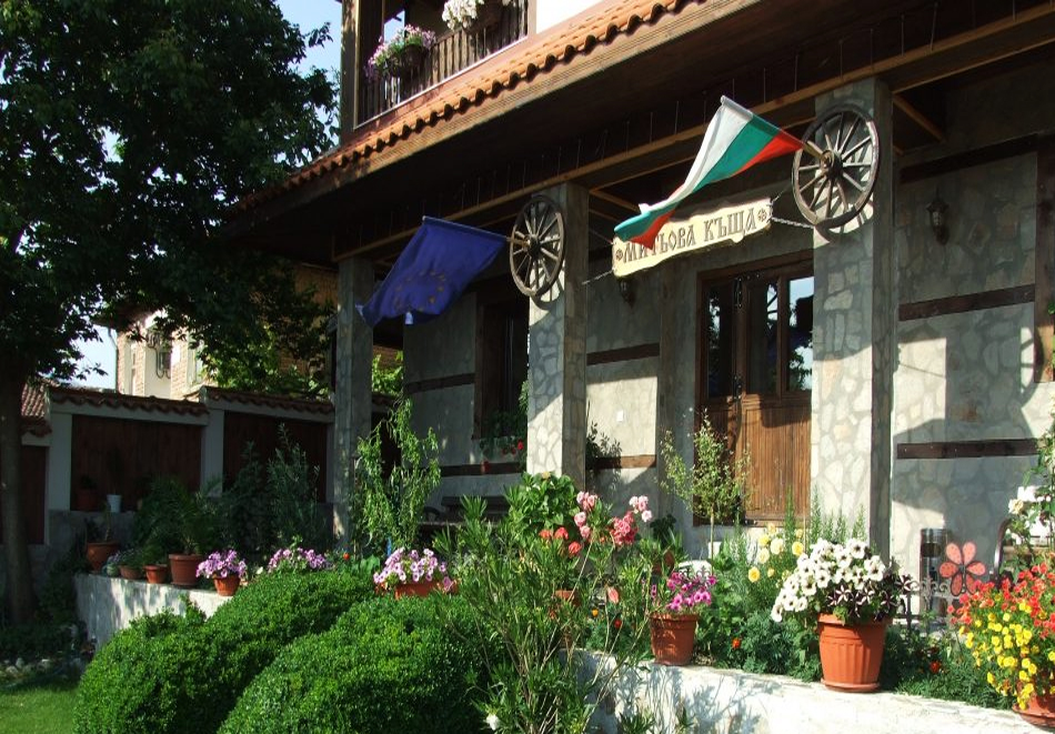5 нощувки на човек със закуски + минерален басейн и джакузи в Митьовата къща, Стрелча, снимка 19