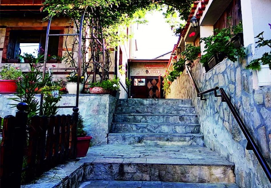 5 нощувки на човек със закуски + минерален басейн и джакузи в Митьовата къща, Стрелча, снимка 18