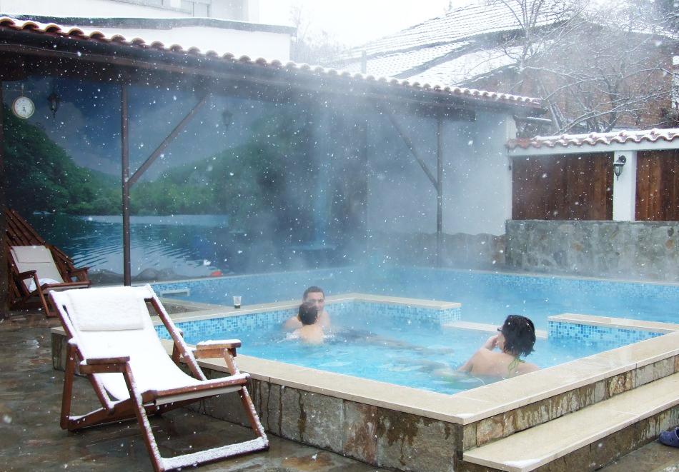 5 нощувки на човек със закуски + минерален басейн и джакузи в Митьовата къща, Стрелча, снимка 5
