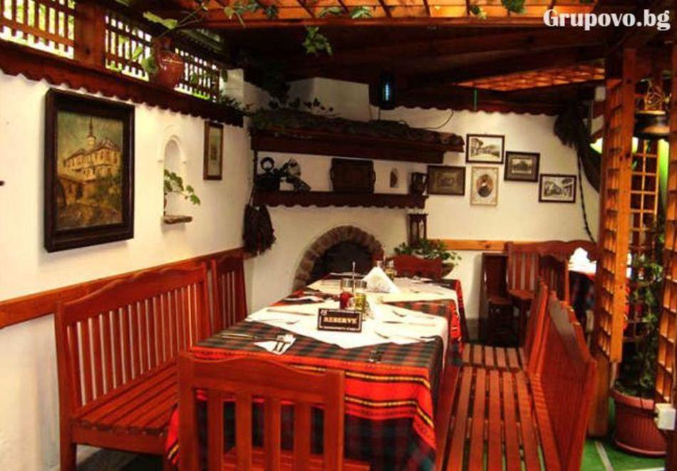 Нощувка на човек със закуска и вечеря в Балабановата къща, Трявна, снимка 3
