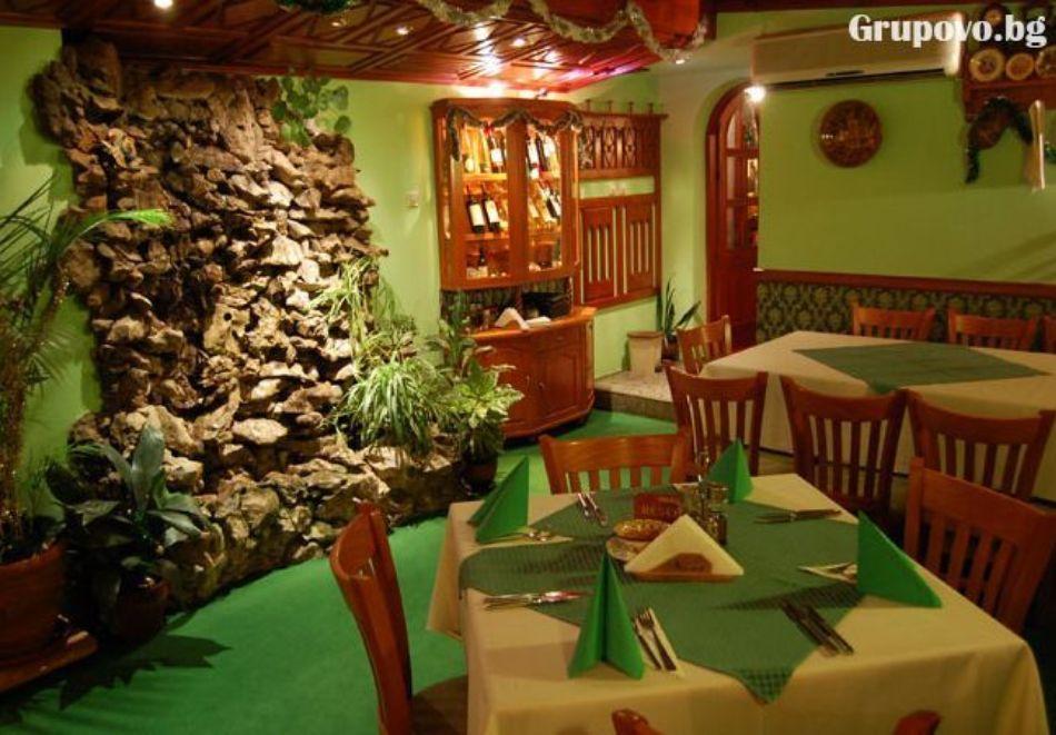 Нощувка на човек със закуска и вечеря в Балабановата къща, Трявна, снимка 5