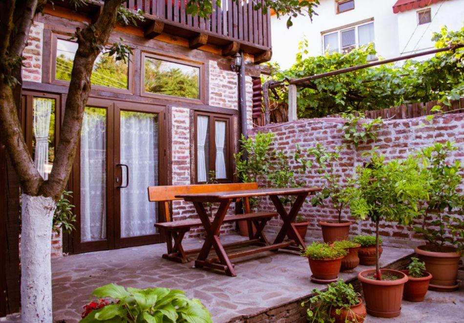 Нощувка на човек със закуска и вечеря + вътрешен басейн с минерална вода, джакузи и сауна в Алексова къща, Огняново, снимка 18