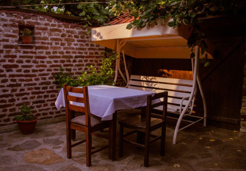 Нощувка на човек със закуска и вечеря + вътрешен басейн с минерална вода, джакузи и сауна в Алексова къща, Огняново, снимка 29