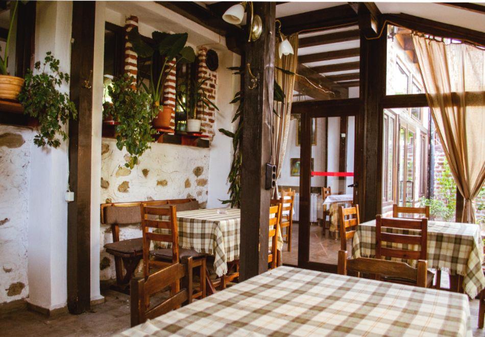 Нощувка на човек със закуска и вечеря + вътрешен басейн с минерална вода, джакузи и сауна в Алексова къща, Огняново, снимка 16
