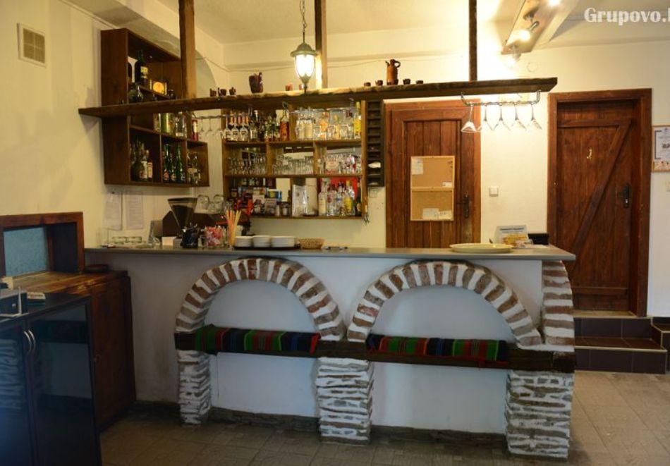 Нощувка на човек със закуска и вечеря + вътрешен басейн с минерална вода, джакузи и сауна в Алексова къща, Огняново, снимка 13