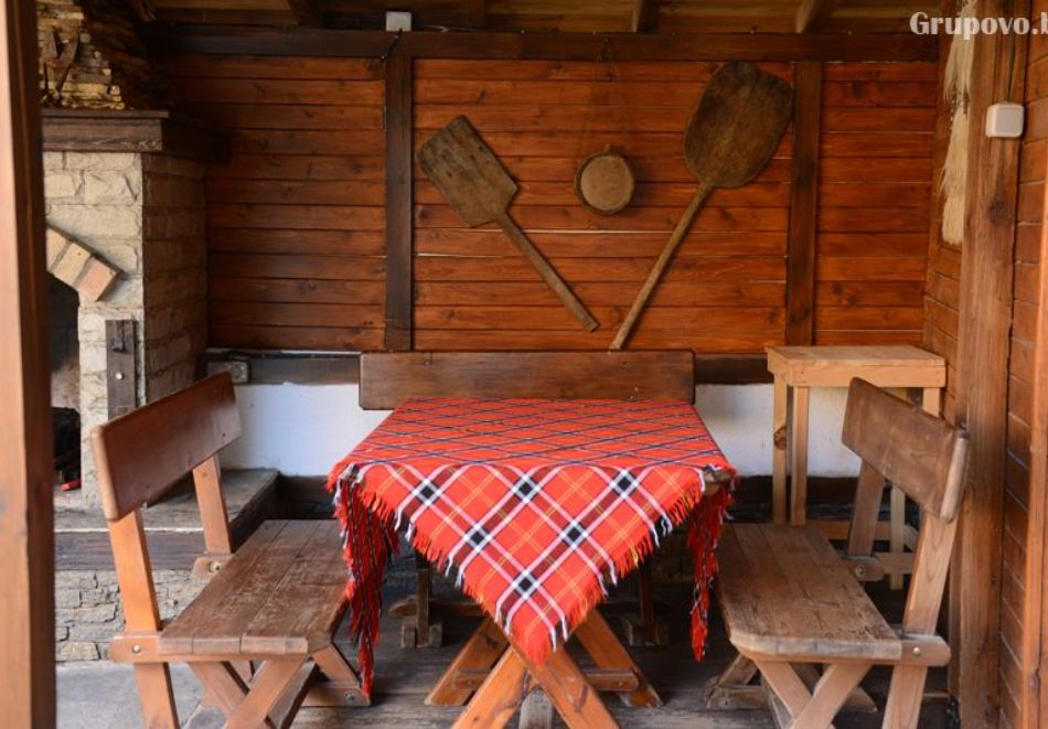 Нощувка на човек със закуска и вечеря + вътрешен басейн с минерална вода, джакузи и сауна в Алексова къща, Огняново, снимка 24