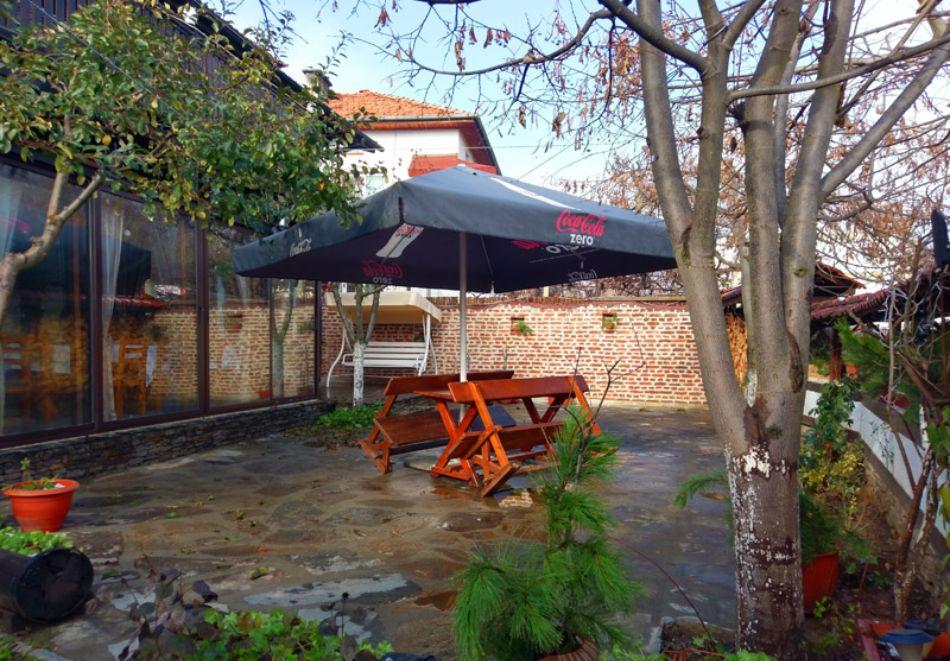 Нощувка на човек със закуска и вечеря + вътрешен басейн с минерална вода, джакузи и сауна в Алексова къща, Огняново, снимка 26