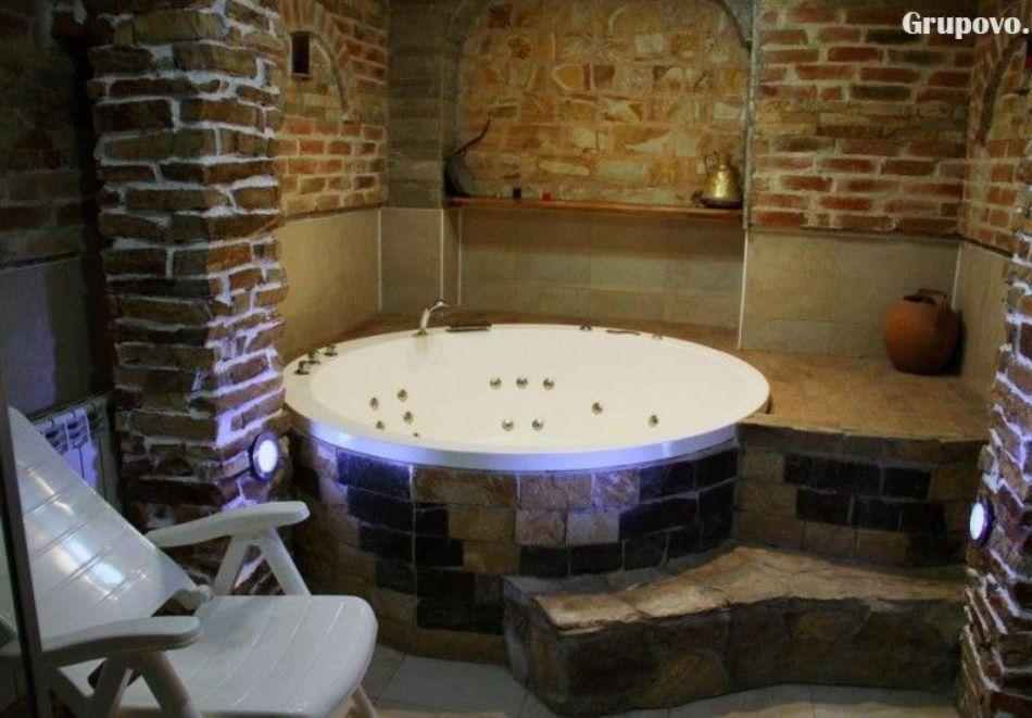 Нощувка на човек със закуска и вечеря + вътрешен басейн с минерална вода, джакузи и сауна в Алексова къща, Огняново, снимка 5