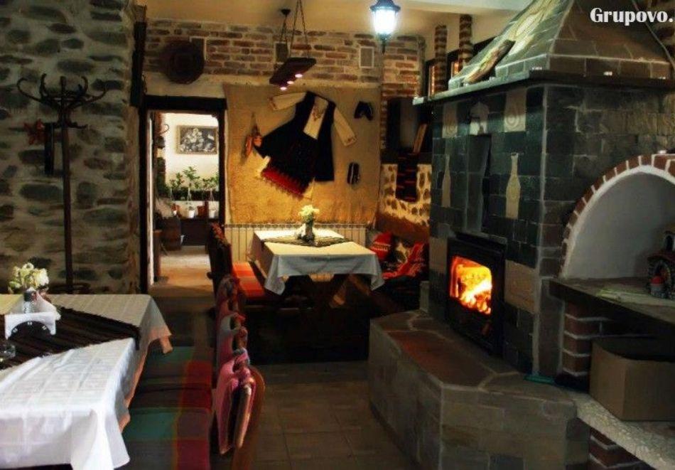 Нощувка на човек със закуска и вечеря + вътрешен басейн с минерална вода, джакузи и сауна в Алексова къща, Огняново, снимка 14