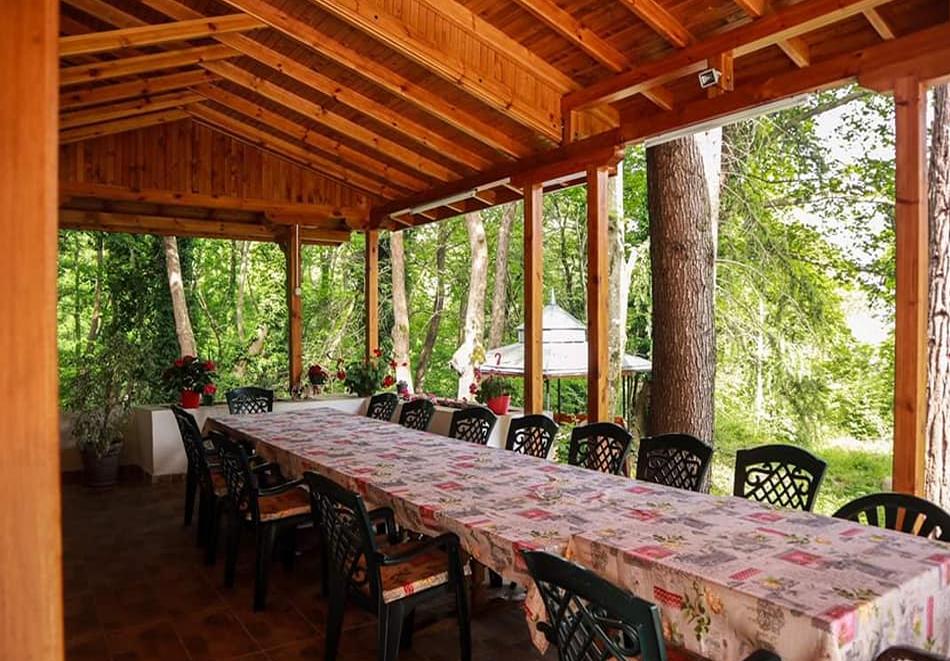 Нова година в Бунгала Камена, планина Беласица! Нощувка на човек + късна закуска + Новогодишна вечеря, снимка 6