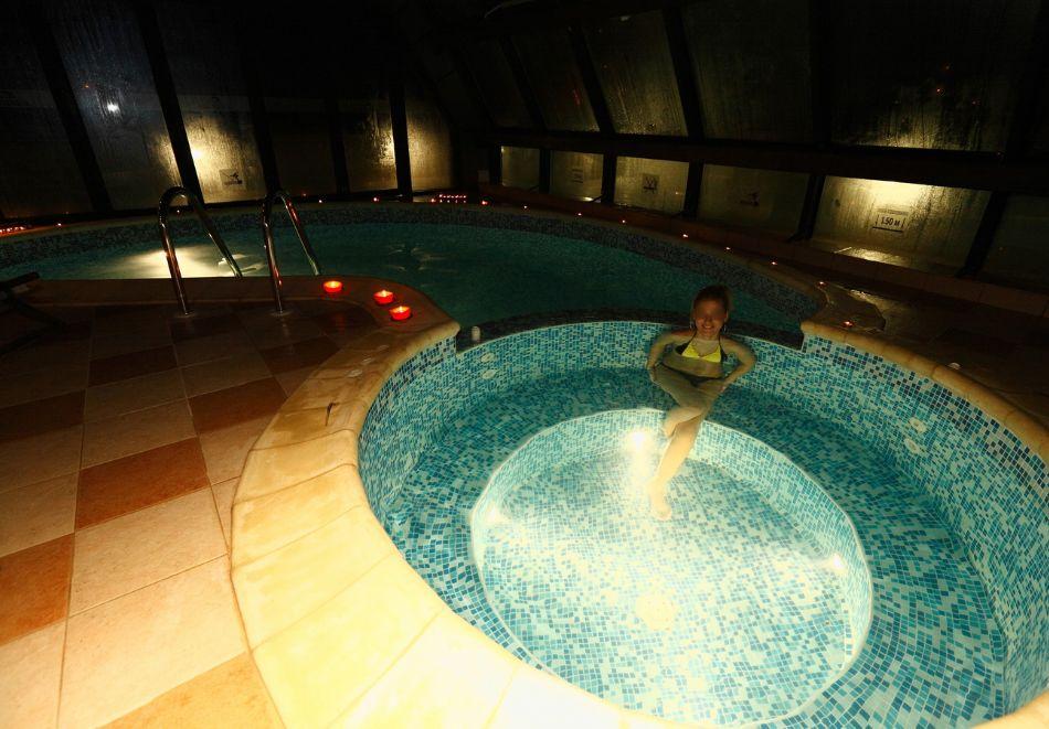Нощувка на човек + минерален басейн и релакс зона от хотел Евридика, Девин, снимка 3
