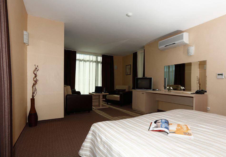 Нощувка на човек + минерален басейн и релакс зона от хотел Евридика, Девин, снимка 13