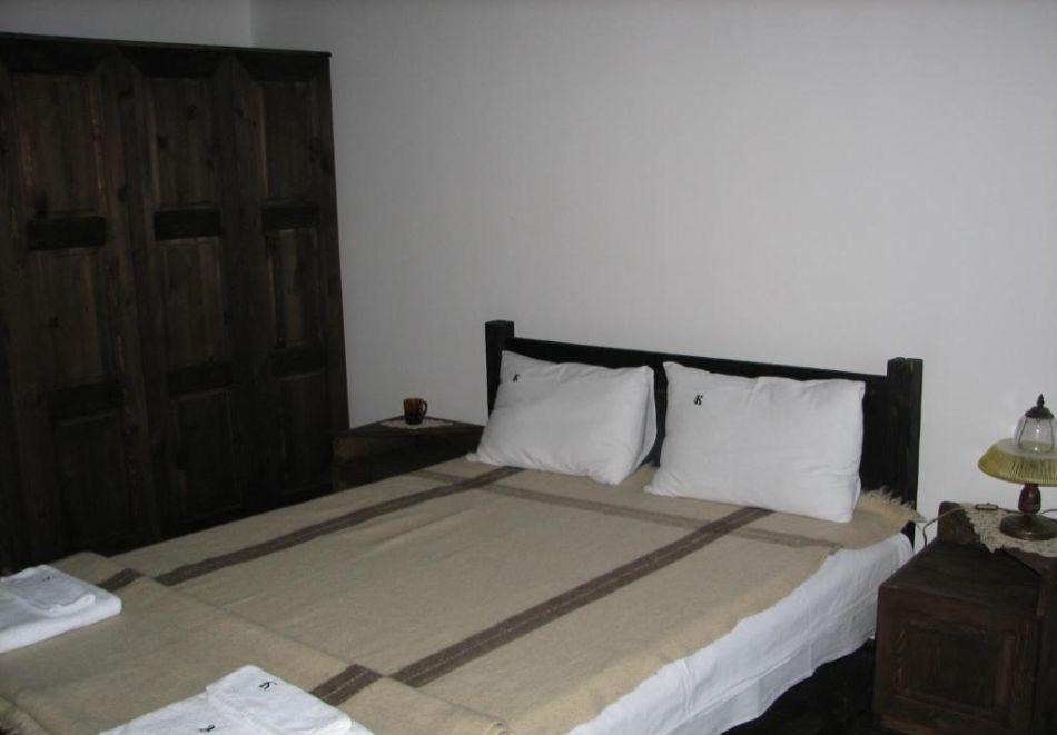 Релакс в Калофер! 2 + нощувки за до 20 души + ползване на кухня и механа в хотел Калифер, снимка 12