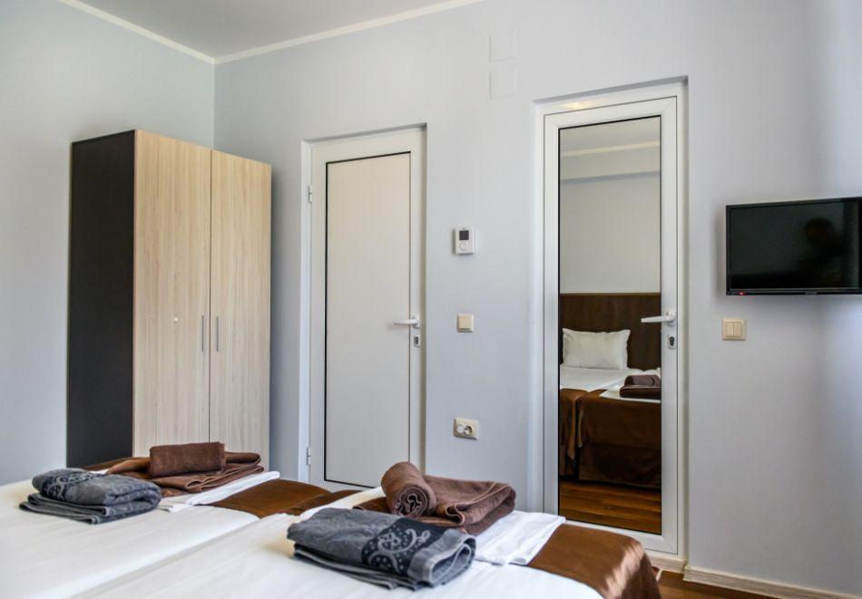 Нощувка в апартамент за до 4-ма + външен минерален басейн в комплекс Дарибел, Сапарева баня, снимка 12