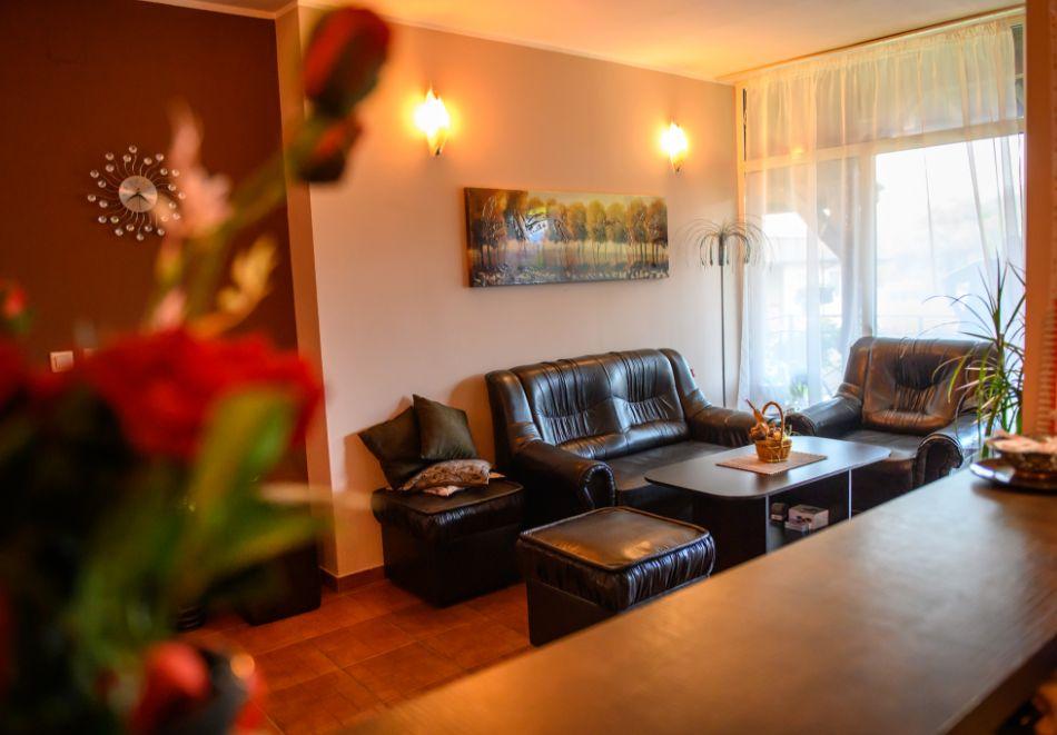 Нощувка в апартамент за до 4-ма + външен минерален басейн в комплекс Дарибел, Сапарева баня, снимка 16