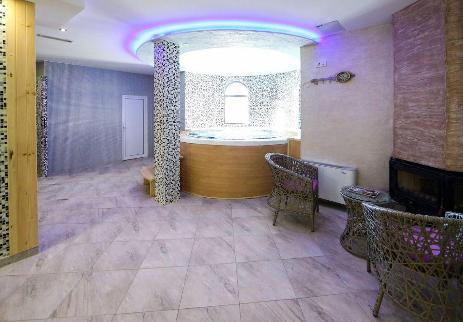 Нощувка на човек със закуска + басейн с минерална вода и релакс зона от хотел Роял Валентина Касъл, Огняново, снимка 15