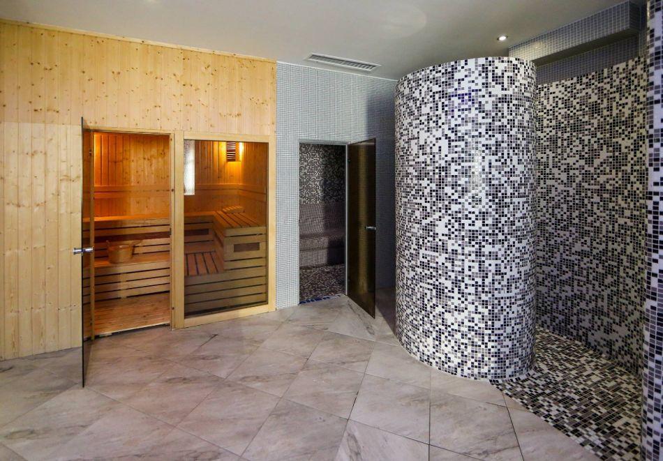 Нощувка на човек със закуска + басейн с минерална вода и релакс зона от хотел Роял Валентина Касъл, Огняново, снимка 17