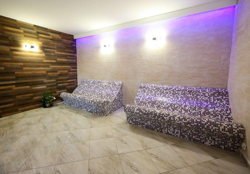 Нощувка на човек със закуска + басейн с минерална вода и релакс зона от хотел Роял Валентина Касъл, Огняново, снимка 18